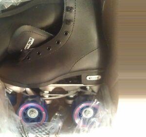 Chicago Skates Men's Rink Skates. New in box. Black size 1 (B52)