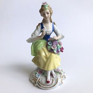 CAPODIMONTE-Porcelain-18th-Centrury-Costume-Woman-Figurine-W-Flowers-Hat-Roses