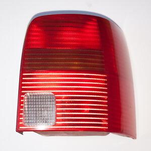 VW-Passat-3b-Variant-coche-familiar-luz-trasera-derecha-3b9945112f-luz-trasera-faro-trasero-1