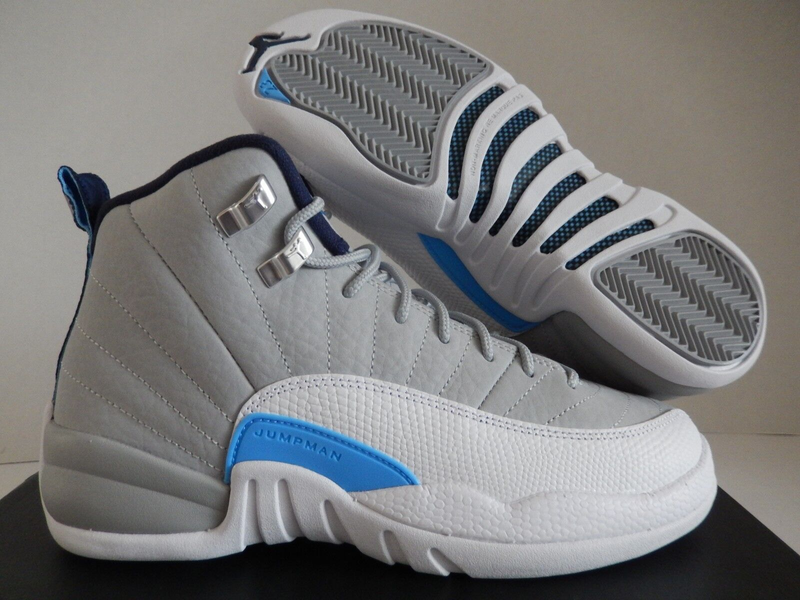 NIKE AIR JORDAN 12 RETRO (BG) WOLF GREY-BLUE SZ 6Y -Donna SZ 7.5 [153265-007]