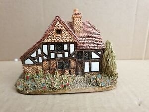 "Lilliput Lane "" Oak Lodge "" Mint,  Boxed    (no 53)"
