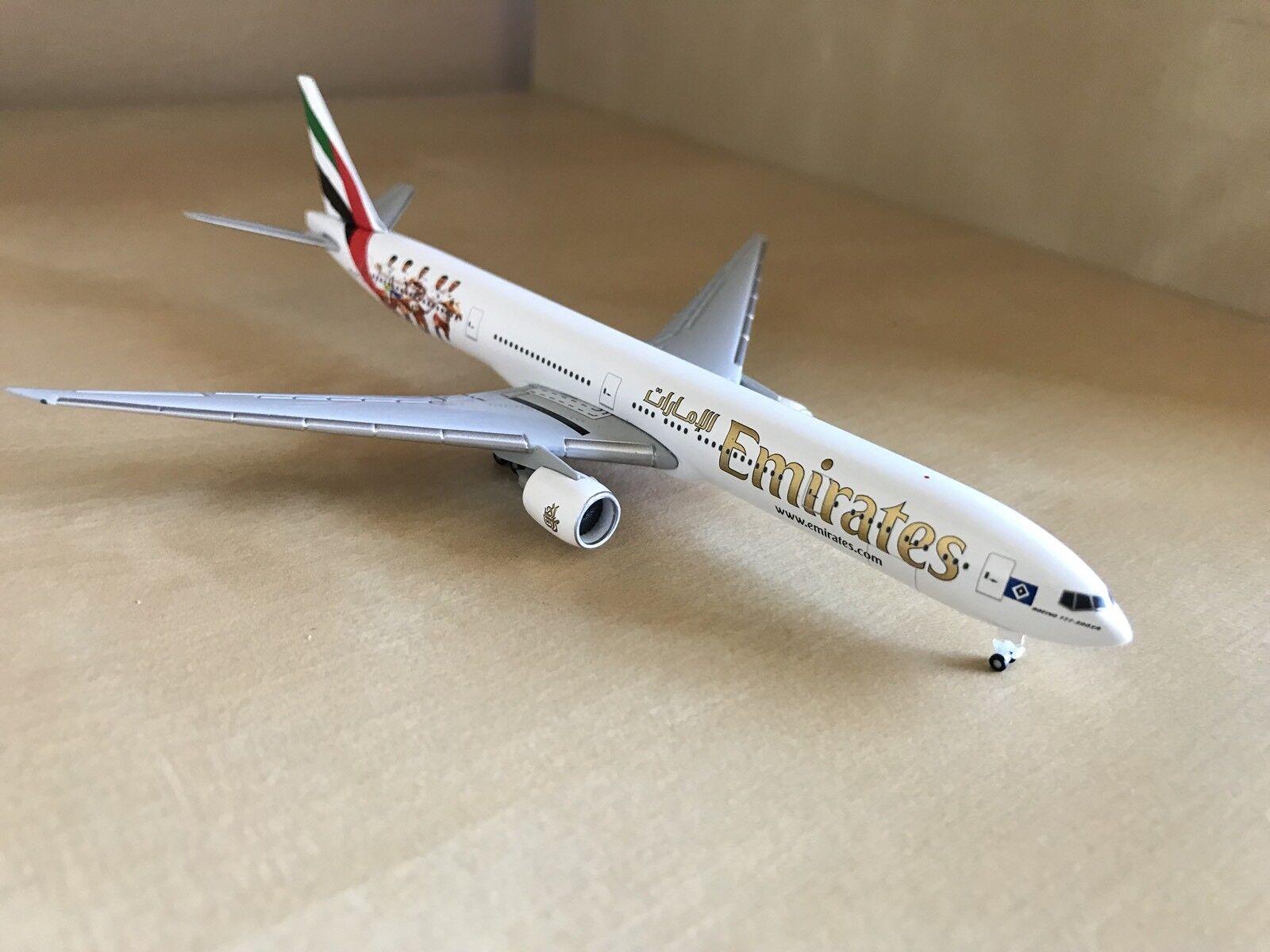Herpa Snap Wings 1:200 Boeing 777-300ER Emirates Hamburger SV 611756