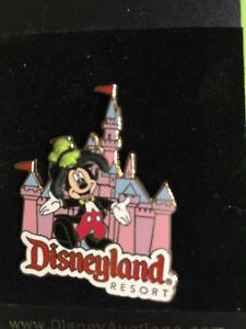 Disney Auction Disneyland Resort Mickey In Front Of Castle Goofy Hat Pin Le 1000 Ebay