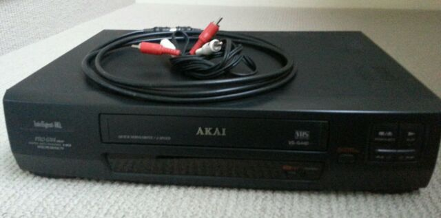 Akai VS-G440 VHS video cassette recorder Pro GX4 head VCR with RCA cables