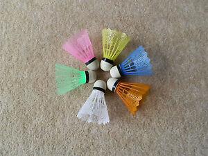 6 farbige Federbälle Badminton Federball Badmintonbälle + 4 Sport Schweißbänder
