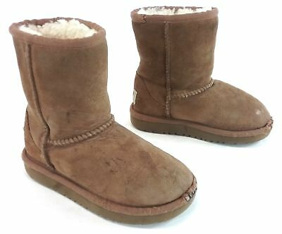 44fb4e3179b UGG Kids Classic Short Sheepskin Boot - Chestnut US Size 9 889830813826 |  eBay