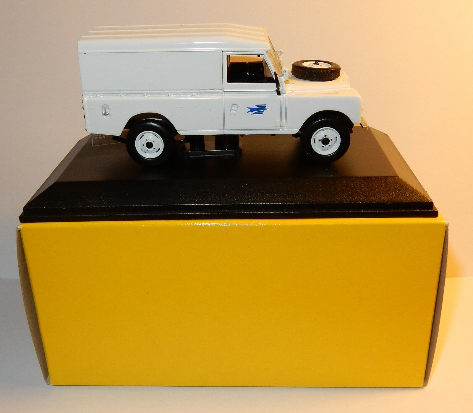 RARE UH UNIVERSAL HOBBIES LAND ROVER III 1978 1978 1978 POSTES POSTE PTT 4X4 1 43 LUXE BOX 6983e1
