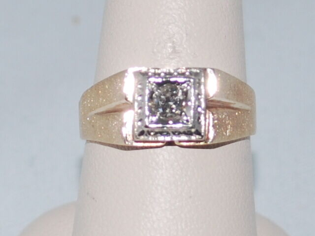 10k gold ring with a diamond and beautiful design