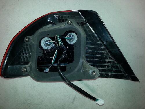 2000-02 Avalon Right RH RR Passenger/'s Side Outer QTR MTD Tail Brake Light Lamp