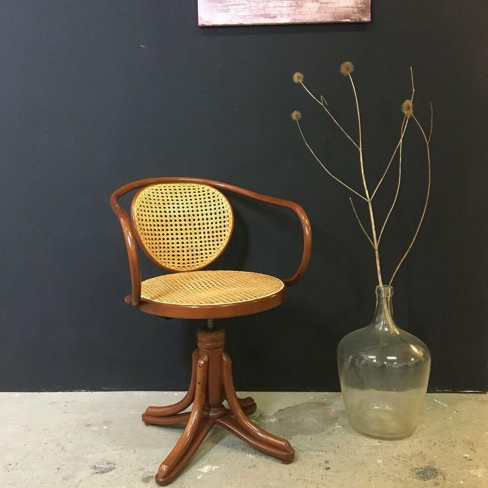 Stol-på-stol, Thonet Drejestol Nr. 5501