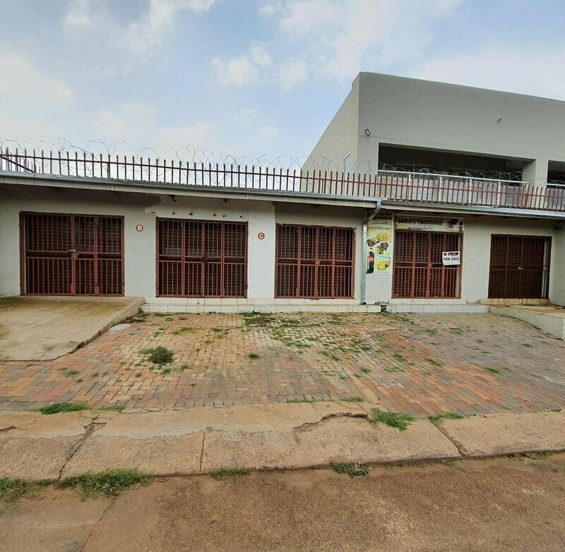 PRIME SHOPS TO LET - Central Laudium