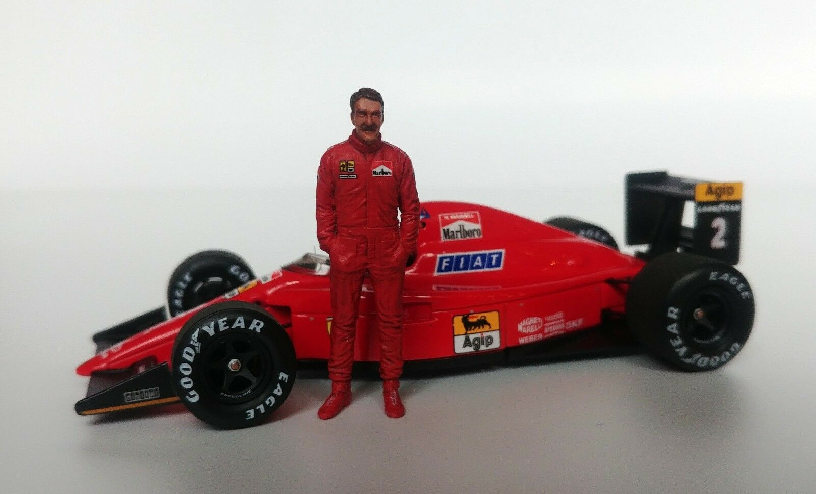 1 43 Nigel Mansell 1989 1990 FERRARI figurine figure debout MFH