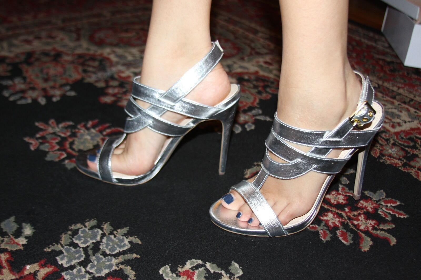 STEVE MADDEN MAGGICAL SILVER HEELS SIZE 7