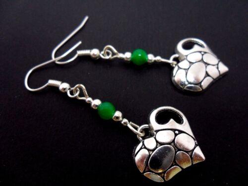 Un par de Plata Tibetana Corazón /& Verde Jade grano Dangly Pendientes nuevo.