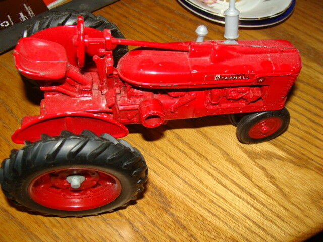 DIE CAST FARMALL TRACTOR 2881