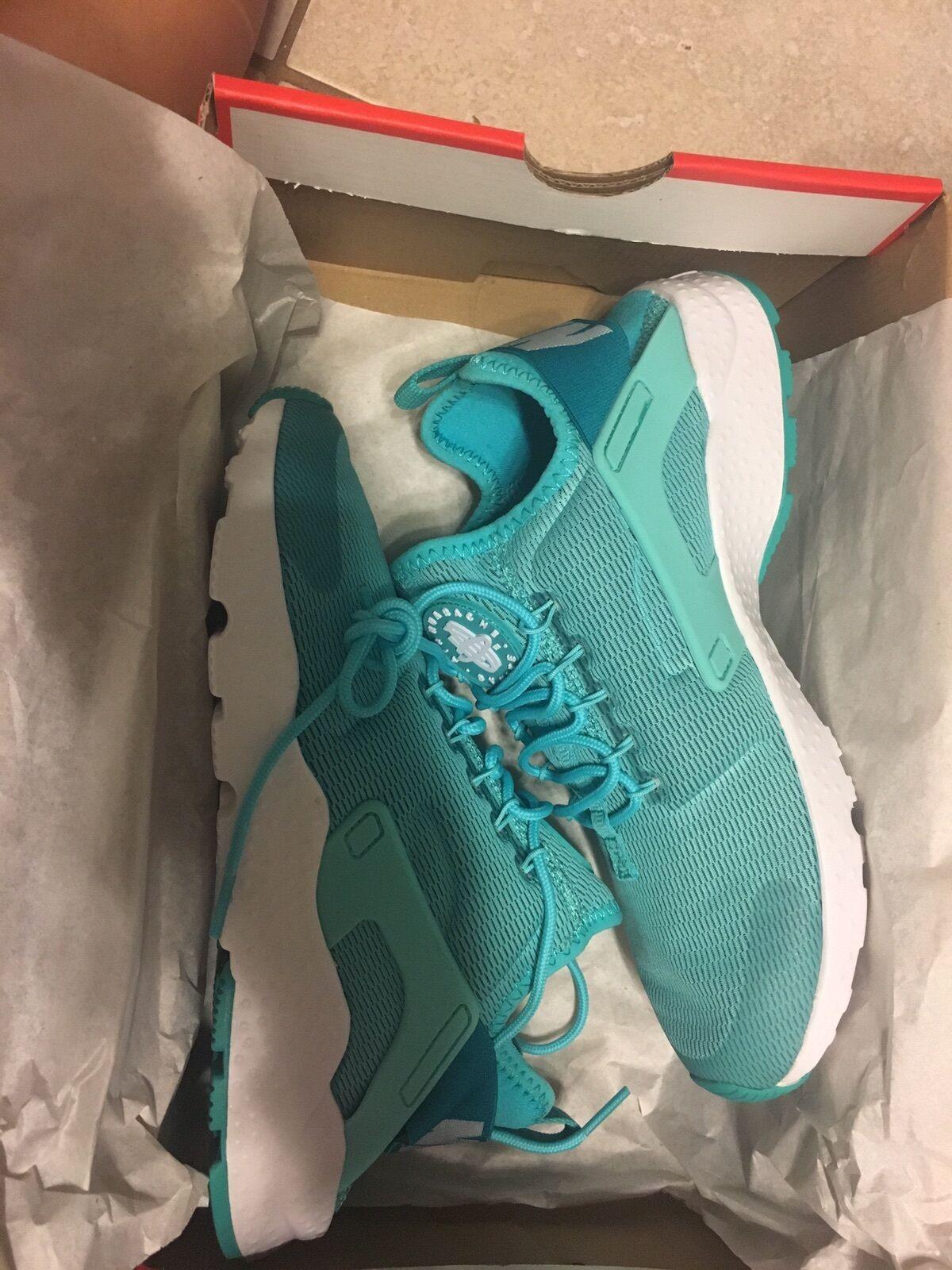 New Women's Nike Huaraches 7