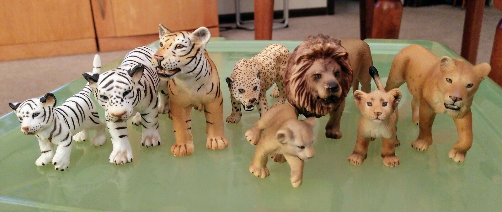 Schleich animal figure lot -- 8 animals -- RETIrot