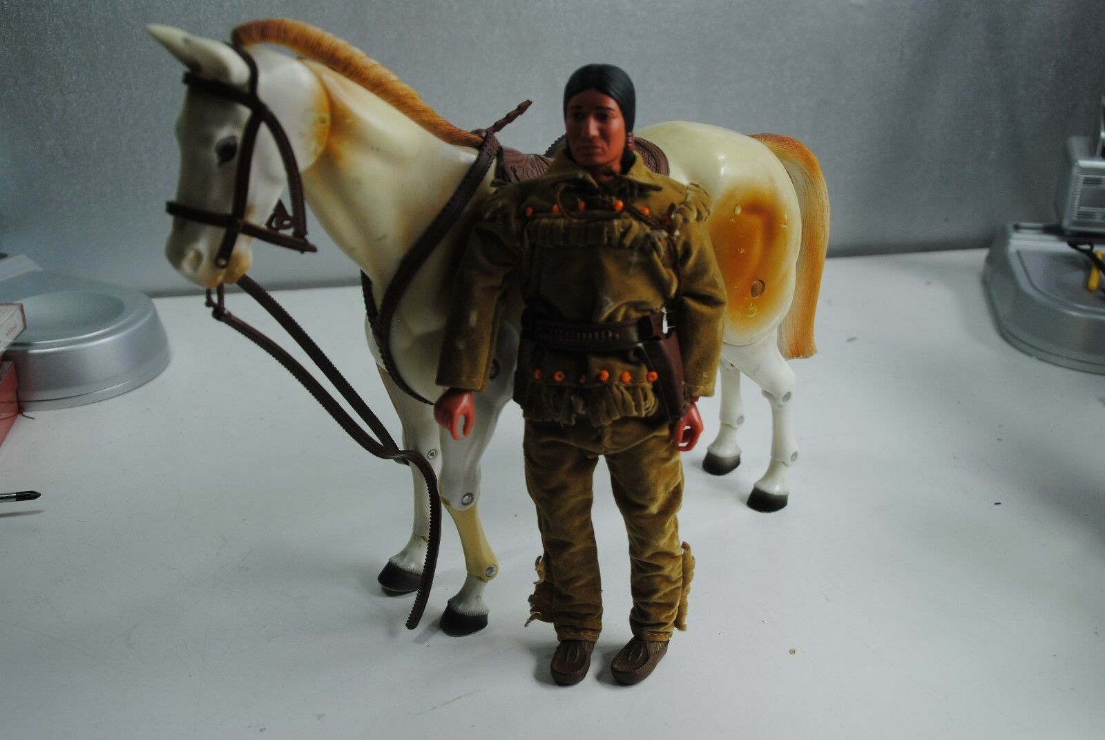 THE LONE RANGER RIDES AGAIN   TONTO + SCOUT         NICE PLAYSET