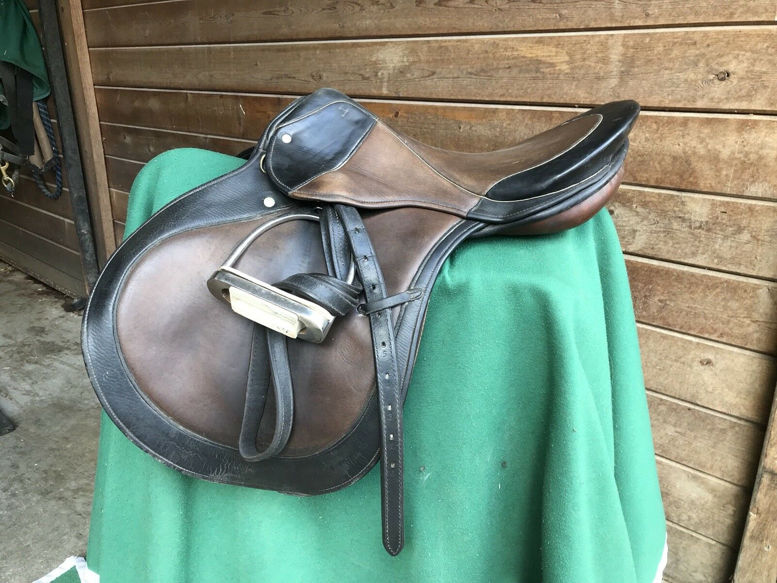 """Stubben Imperator Close  Contact Saddle 18"""" W  Stirrups & Irons  offering store"""