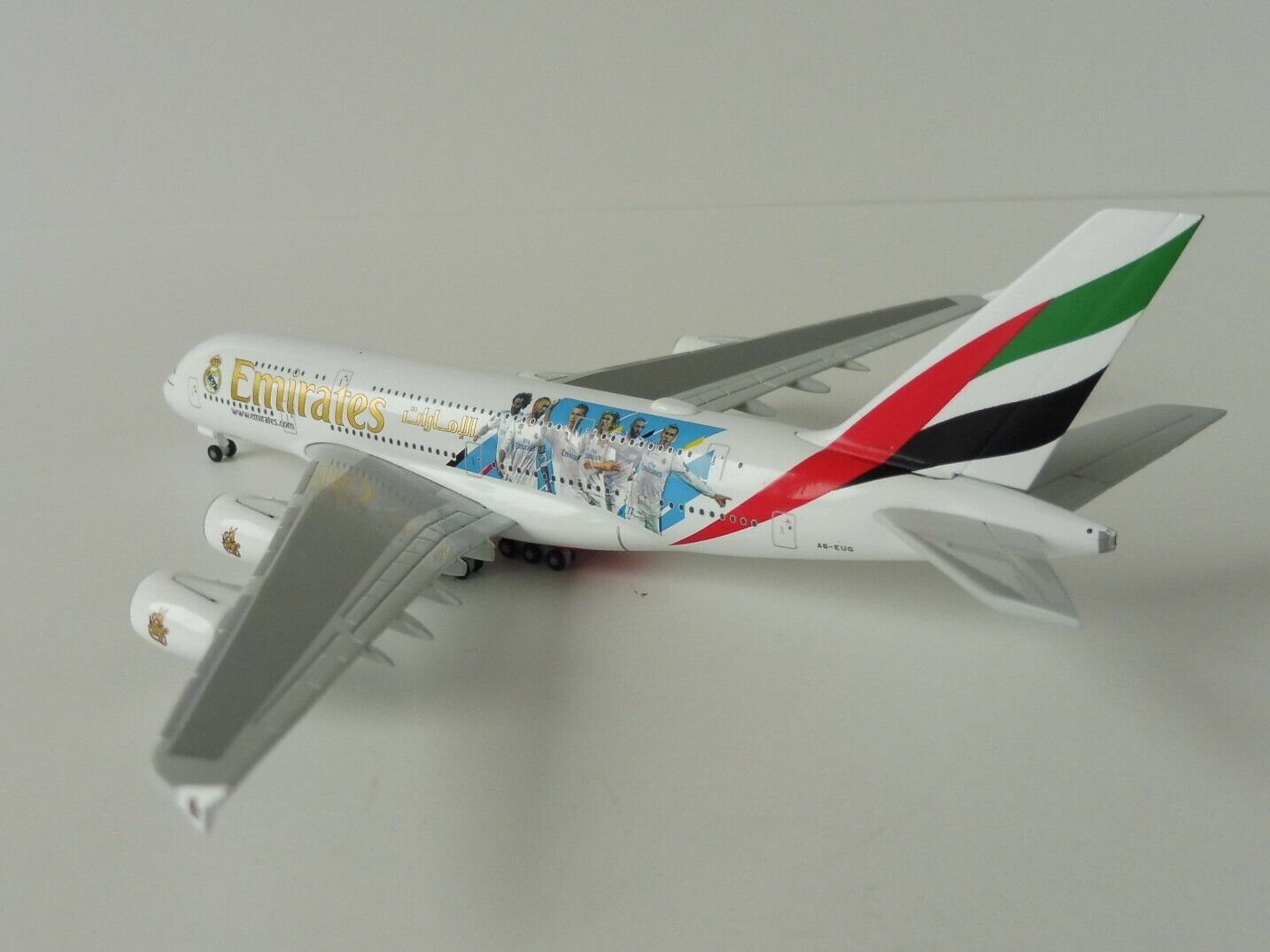Emirates Airbus A380-800 Real Madrid 1 500 Herpa 531931 a 380 A380 A6-eug