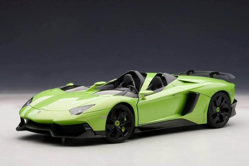 LAMBORGHINI AVENTADOR J  verde Ithaca / verde  AUTOART MODEL 1/18  74677