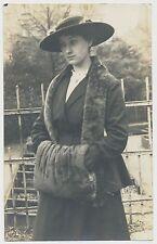 Foto/AK - feine Dame in edler Robe  (Y430)