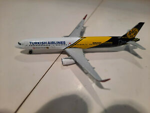 1/500 Airbus A321 Turkish Airlines 'BVB 09 Borussia Dortmund' Herpa Wings 528825