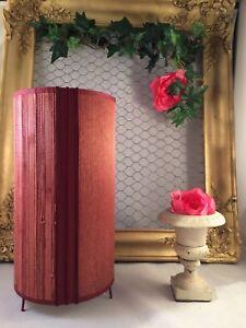 Jolie-Lampe-cylindrique-bordeaux-en-papier-a-decor-effet-tisse-et-paille