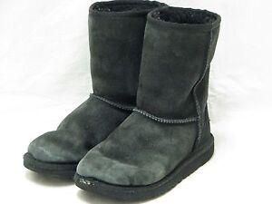 69b051df9b8 UGG AUSTRALIA BLACK KIDS CLASSIC BOOTS STYLE 5251 SZ 2   eBay