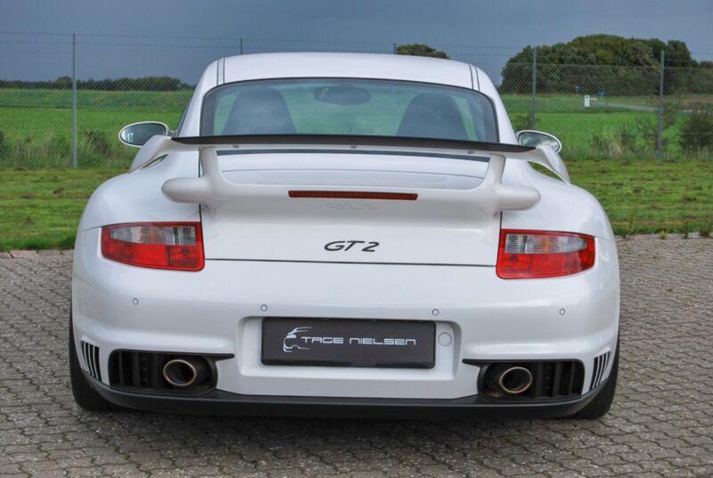 Porsche 911 GT2 Coupé - 11