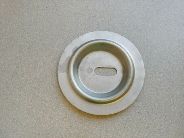 VERY NICE ORIGINAL PORSCHE 914 SPARE TIRE HOLD DOWN PLATE WITH 55 mm WING BOLT