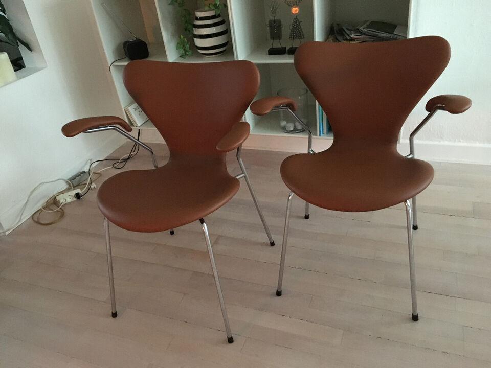 Arne Jacobsen. 3207 stole. Ny polstret i cognac...