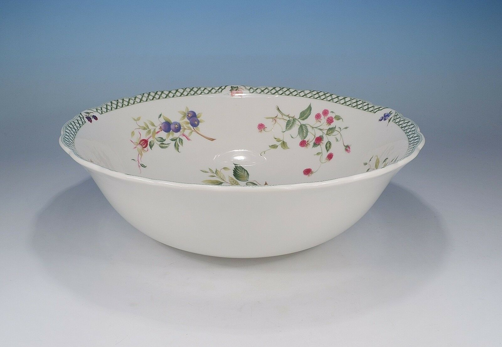 Royal Doulton   Victorian Garden   Salad Bowl 10 3 16in