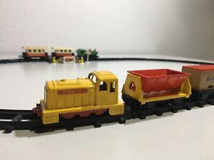 Matchbox-Eisenbahn-Rail-Train-Set-Zug-Bahn-Gleise-Schiene-Waggon-selten