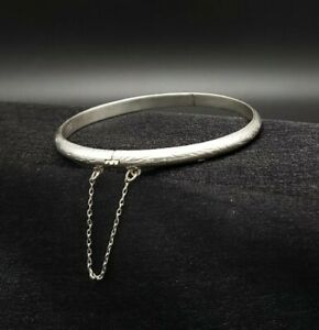 Vintage-Solid-Sterling-Hinged-Bangle-Bracelet-Engraved-With-Safety-Chain
