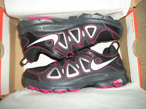 Nike womens Air Alvord  10 Black and Pink  New with box sz 6