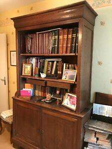 armoire de campagne en bois massif avec ses portes