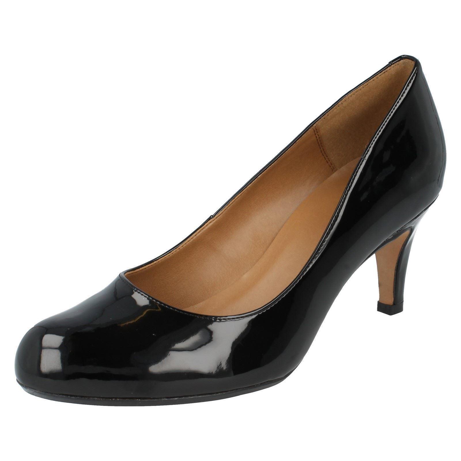 Clarks' Arista Abe ' mujer charol negro de salón Zapatos Ajuste D
