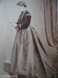 ANTIQUE-OLD-VINTAGE-CDV-PHOTO-PORTRAIT-of-VICTORIAN-LADY-J-JAMIESON-EDINBURGH