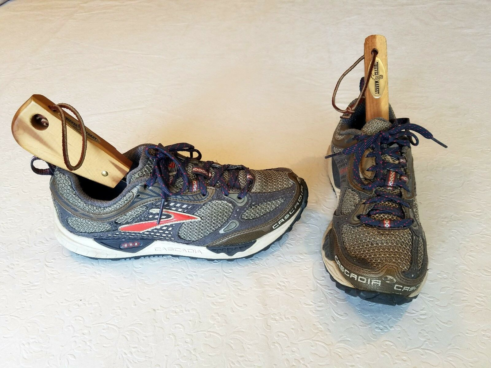 WOMEN'S - BROOKS - CASCADIA 6 - TRAIL RUNNING  SHOES - SZ. 7.5