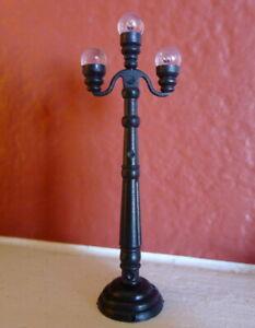 Grandeur-Noel-Street-Lamp-Post-Victorian-Christmas-Village-2001-Miniature