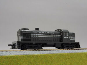Kato 37-2402 Locomotive Alco Rs-2 Centre de New York # 8219 (echelle Ho)