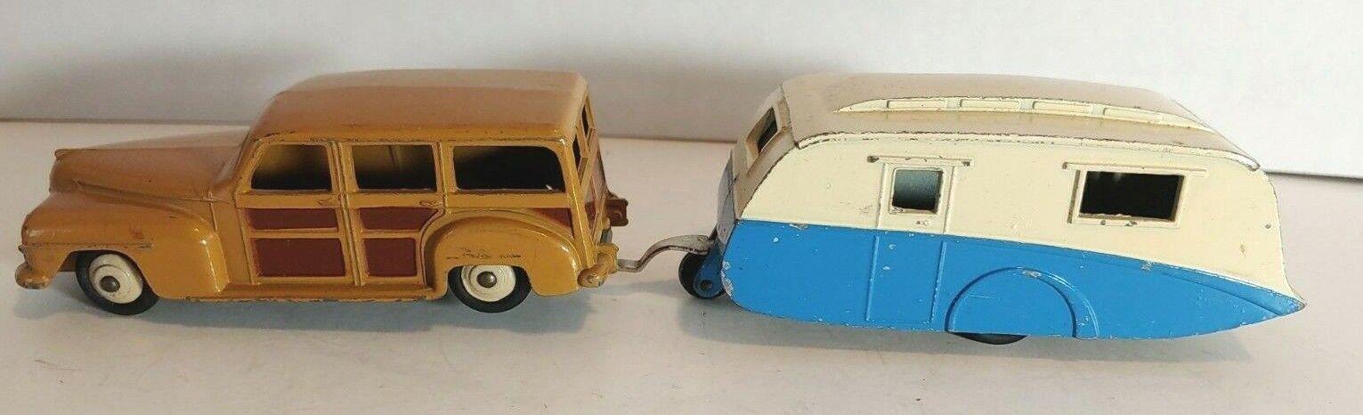 Dinky Plymouth Estate Wagon och Dinky bilavan