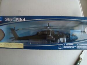 HELICOPTERE-AH-64-APACHE-MILITAIRE-NEUF-EN-BOITE-NEW-RAY-1-55