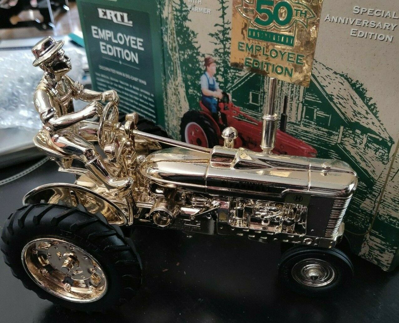 RARE Farmall H gold 50th Anniversary Limited Employee Edition by Ertl 1 16 Scale