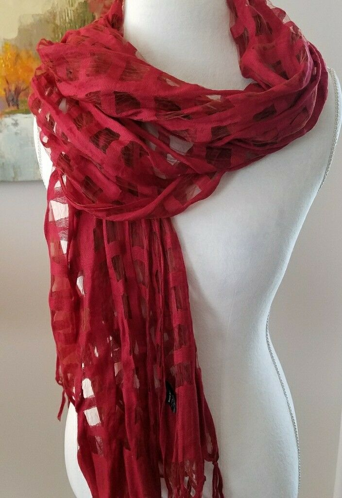 Amanda Blu Red peekaboo scarf /shawl /wrap. NWOT.