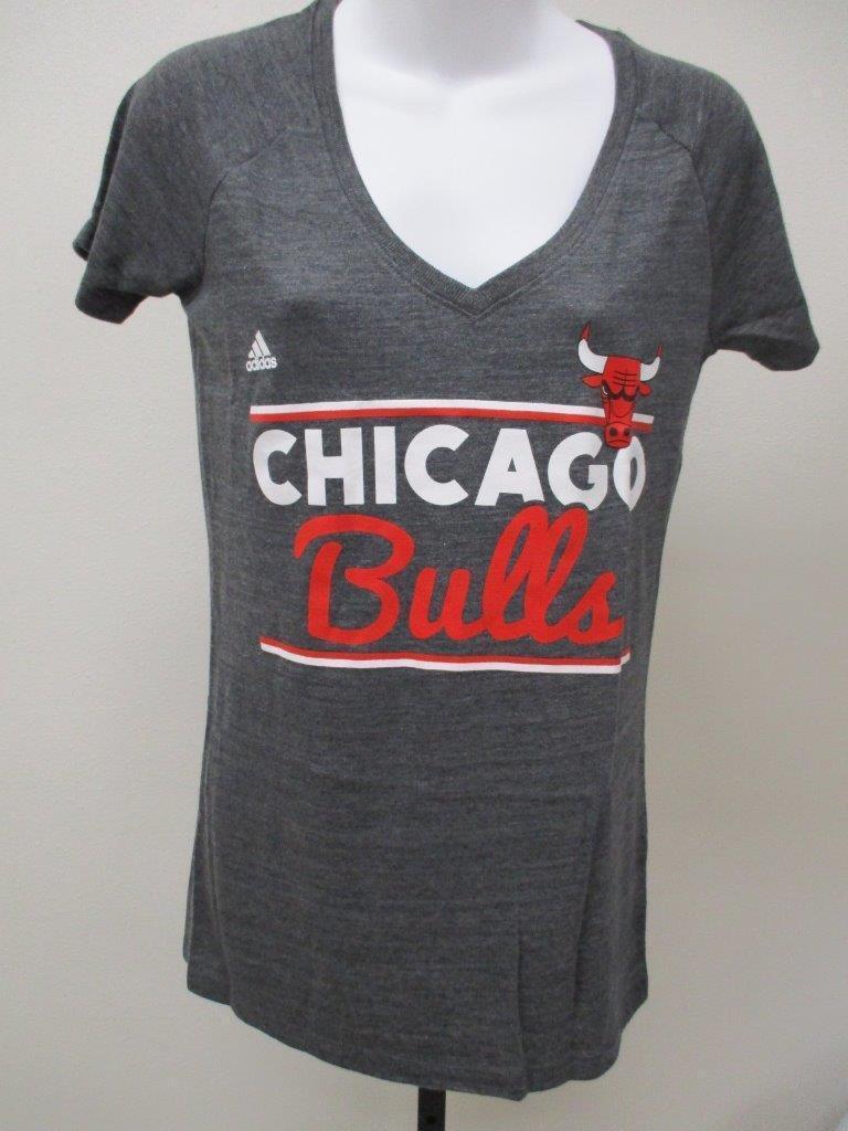Nouveau Chemise Adidas grise pour femme, taille M, moyens de la marque Chicago Bulls, MSRP