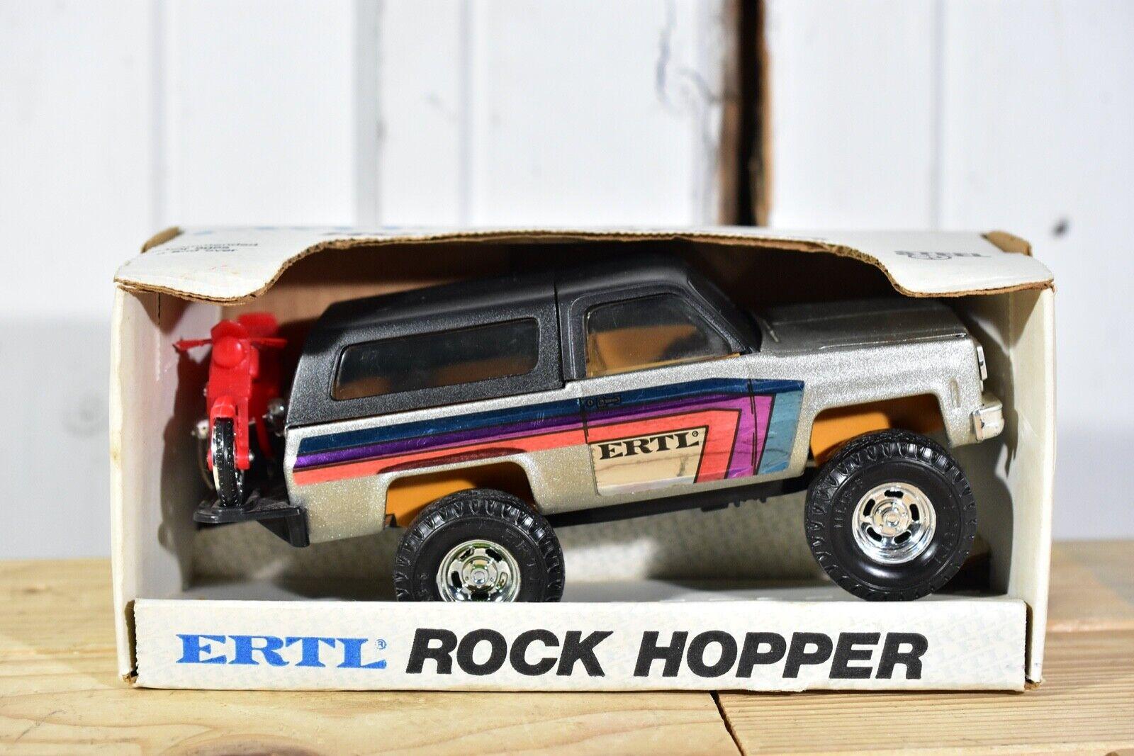 RARE Jahr CHEVROLET CHEVY ERTL BLAZER ROCK HOPPER WITH MOTORCYCLE HITCH RACK