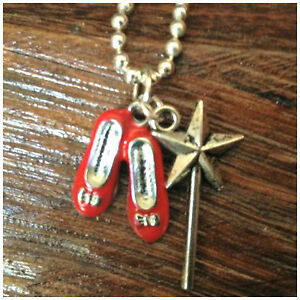 WIZARD-of-OZ-Ruby-Slipper-039-s-amp-Wand-NECKLACE-Kitsch-Fairy-Tale-Silver-Tone
