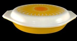 Vintage-Pyrex-Sunflower-Covered-Casserole-Dish-1-1-2-Quart-Retro-Split-EUC